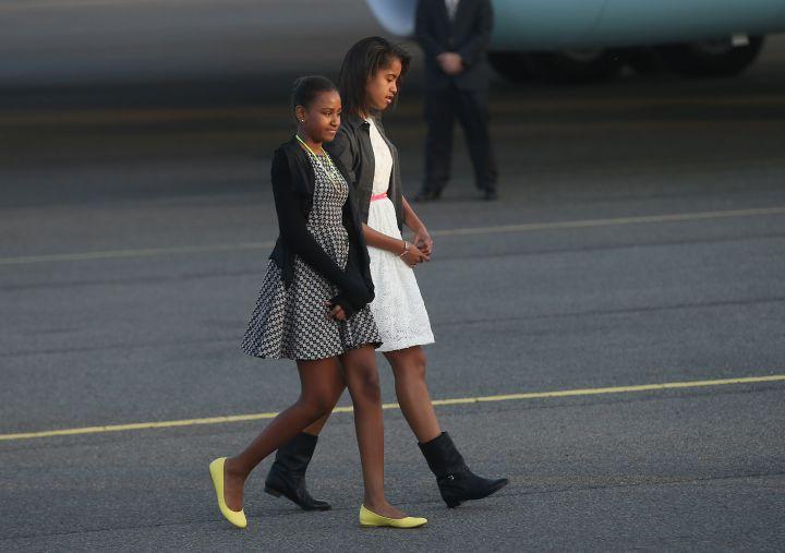 Sasha and Malia Leave Air Force One