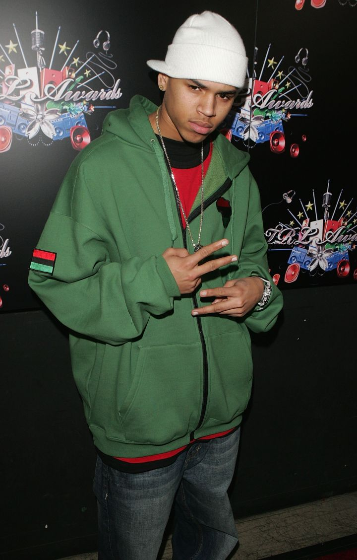 Chris rocks an oversized hoodie and backwards hat while throwing up double peace signs at the 4th Annual TRL Awards.