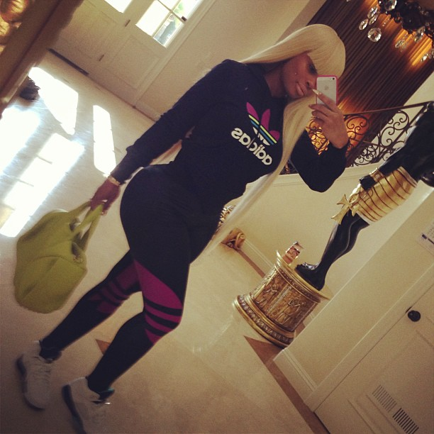 Blac Chyna shows off her booty in leggings.