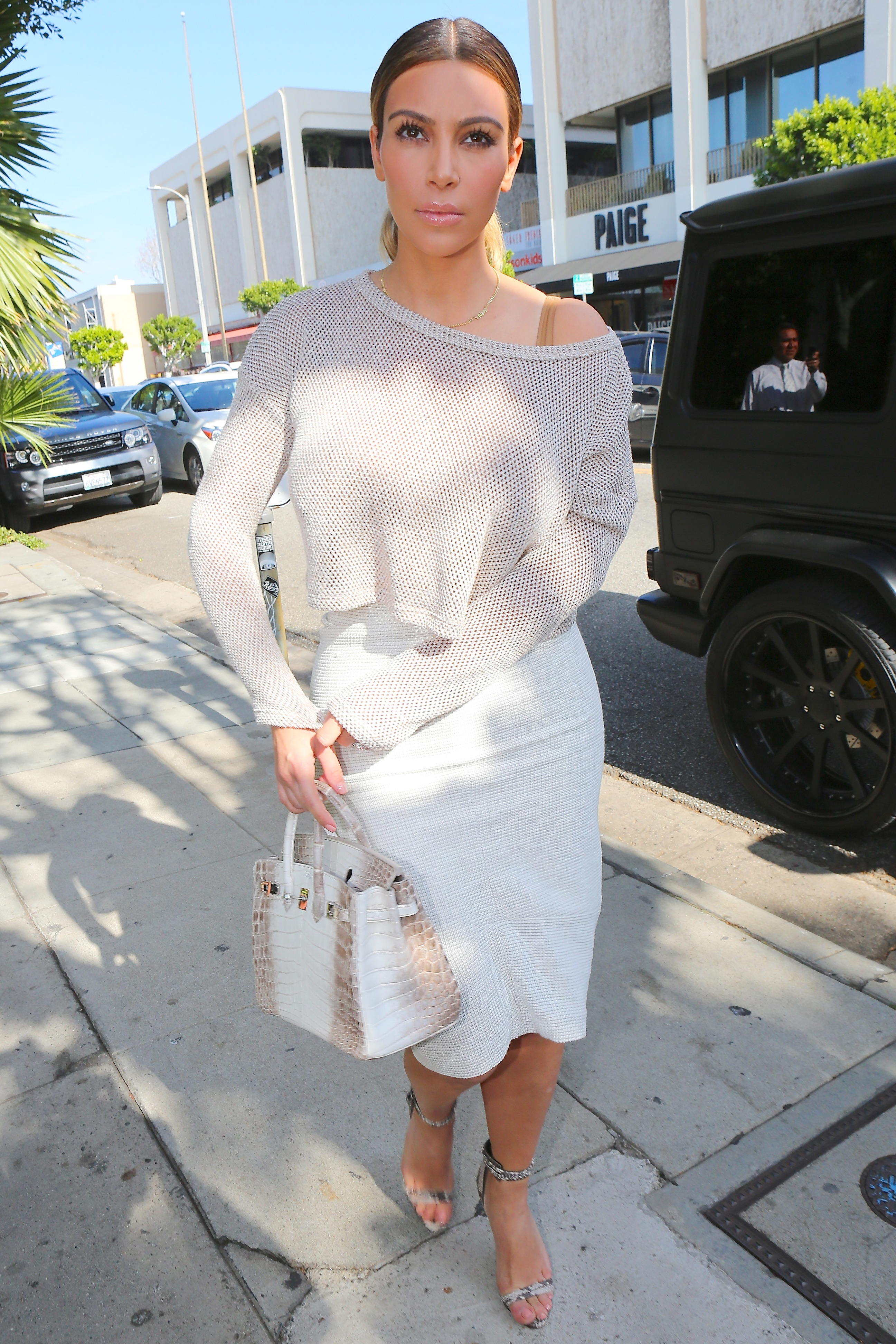 Kim Kardashian Shows Off Her Curves in a Tight Skirt
