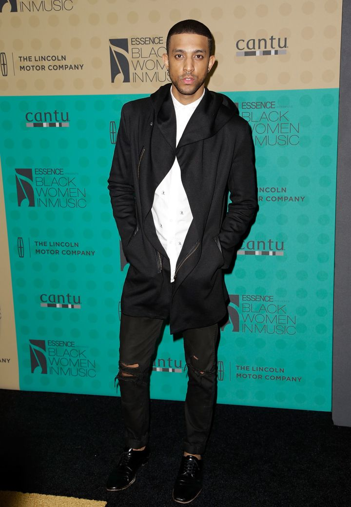 Mateo hits the red carpet at the 5th Annual ESSENCE Black Women In Music event sporting all black everything.