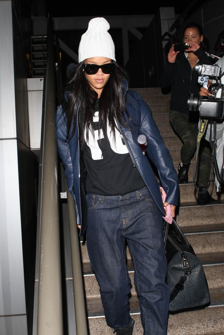 Makeup free & cute as can be! Rihanna was spotted rocking baggy jeans, a white skully, and some shades as she touched down in L.A.
