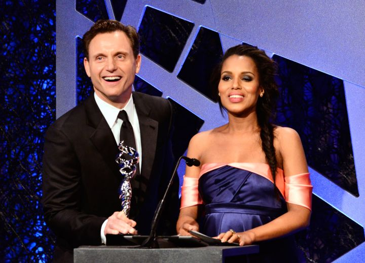 Kerry Washington gets presented the Outstanding Actress award by Tony Goldwyn