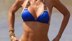 Nicole Brown Murphy bikini beach filming hollywood exes