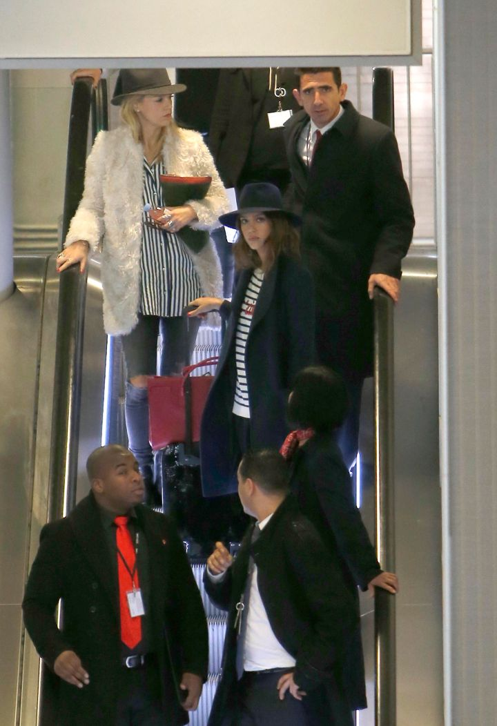 Jessica Alba channeled a modern day smooth criminal as she touched down in Paris for Fashion Week.