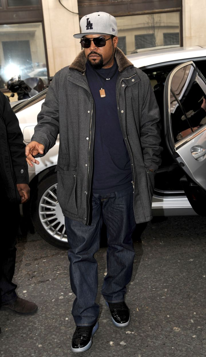 Ice Cube was all business as he stepped out of his car and was spotted at Radio 2.