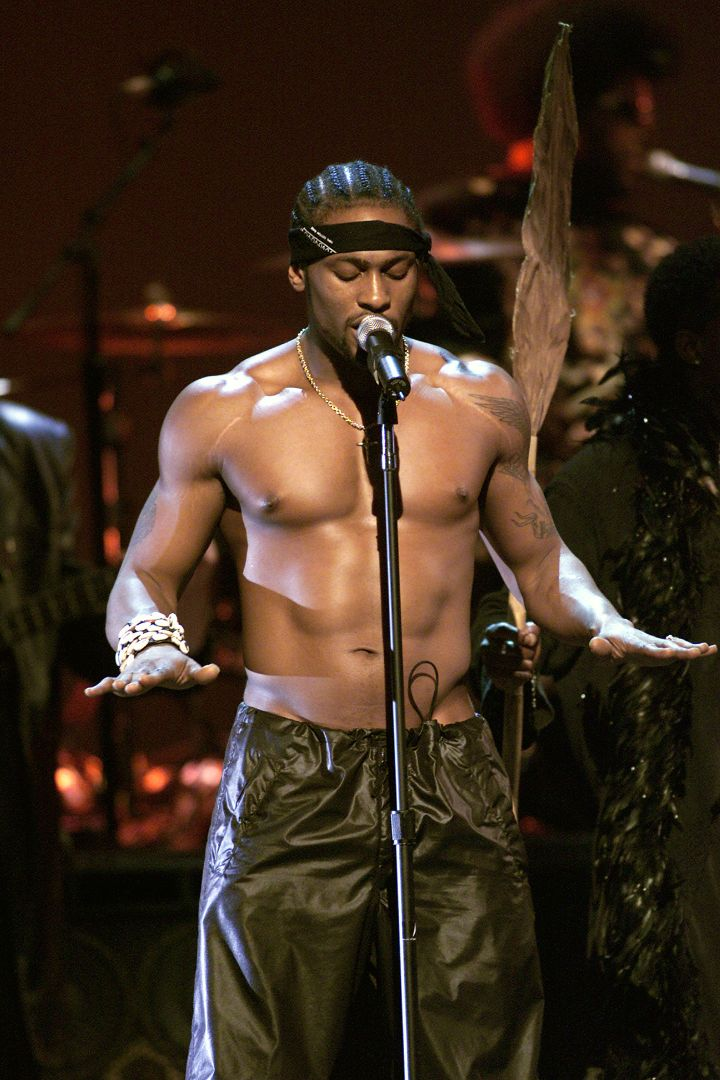 D'Angelo Performing At The 2000 MTV Movie Awards.