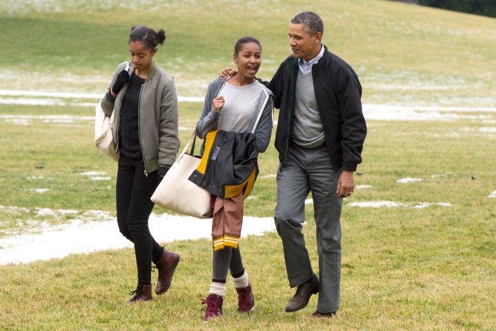 President Barack Obama, Malia and Sasha keep it casual on the White House lawn.