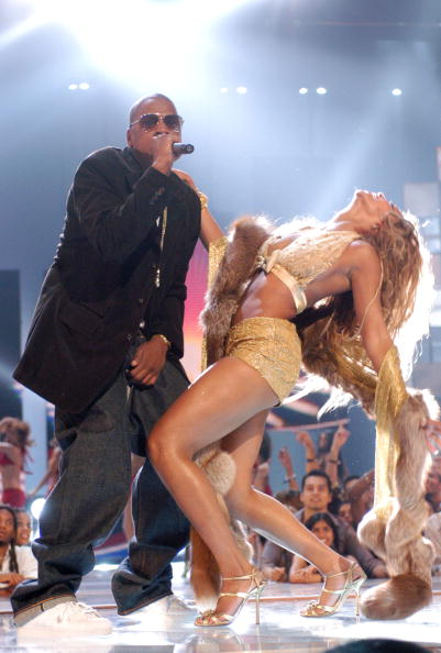 This VMA performance was nothing short of sexy.