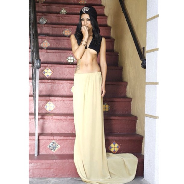 Jhene shows off her sexy (and super flat) abs.