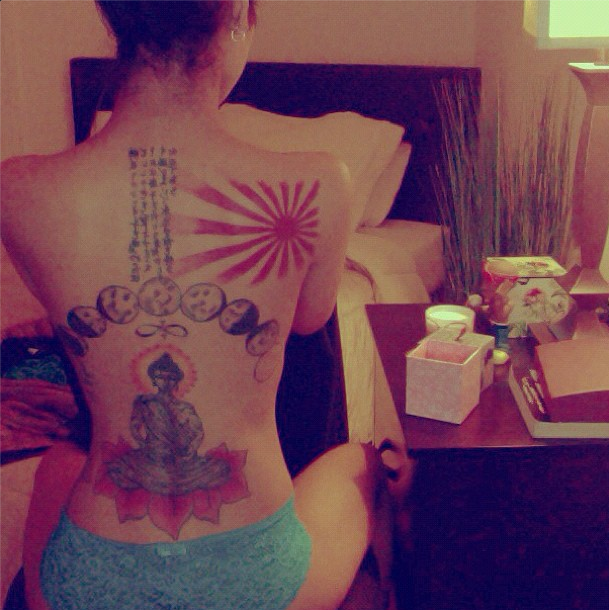 Jhene Aiko shows off her sexy back tattoos.