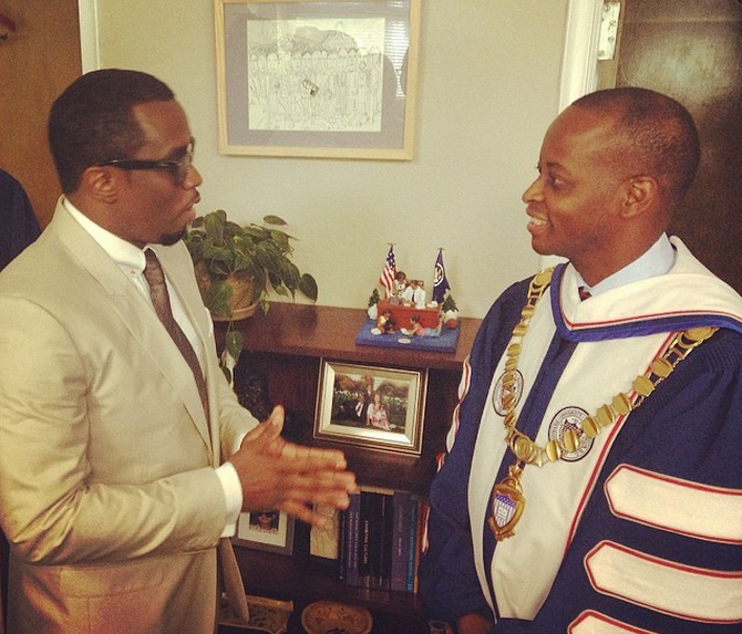 Diddy mingles before his big speech at Howard!
