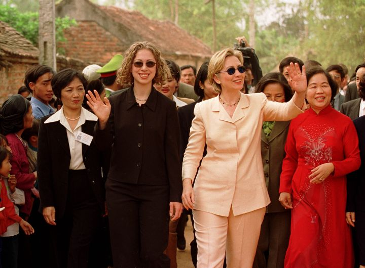 Nov. 2000: Hillary and daughter Chelsea arrive in Vietnam in mother/daughter pantsuits.