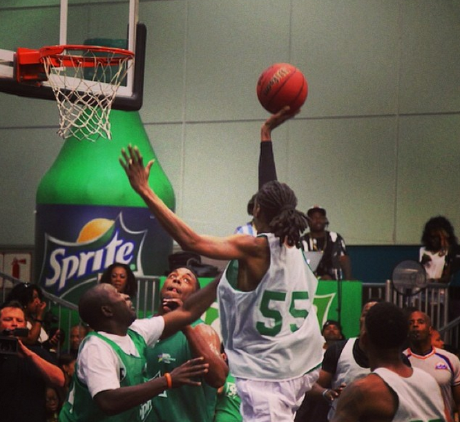 Snoop goes for the lay up