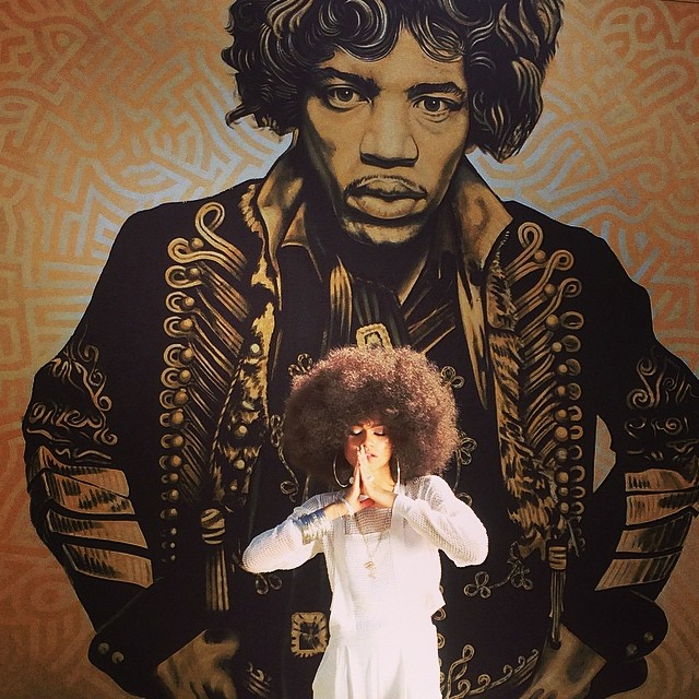 Zendaya paid tribute to the great Jimi Hendrix by posing in front of his mural rocking an afro wig.