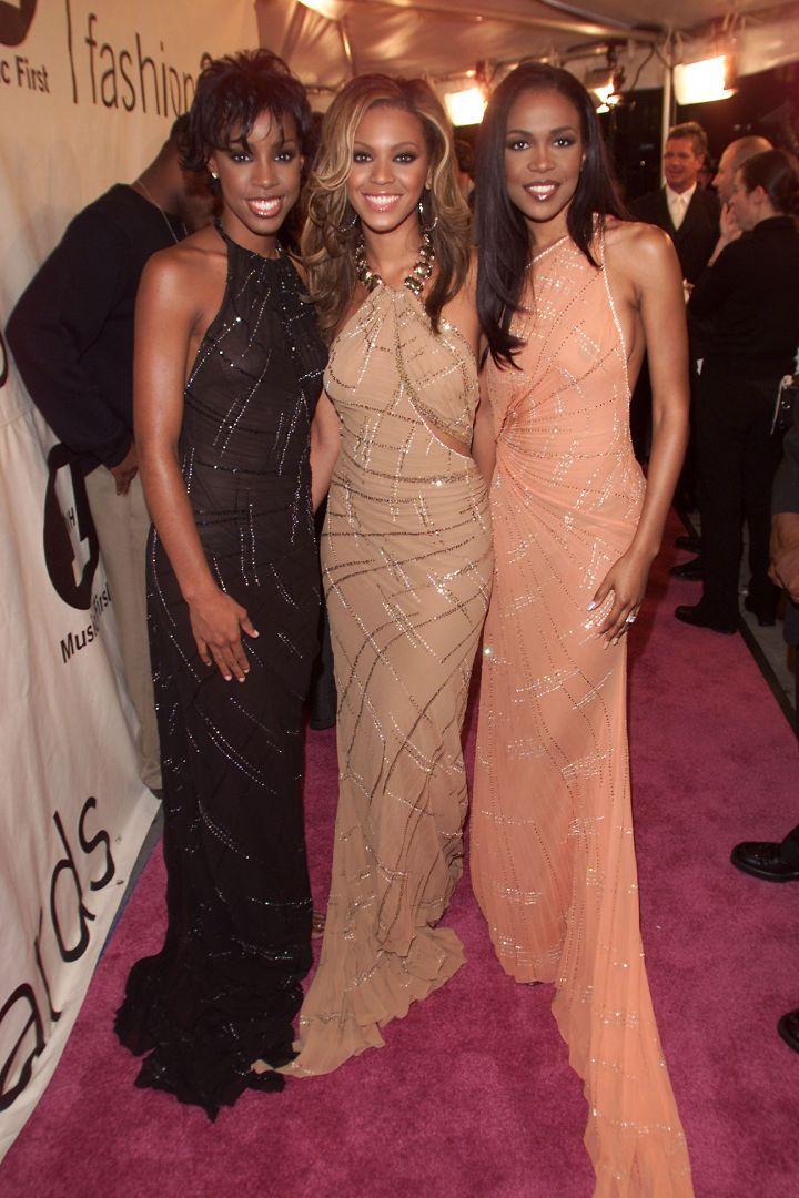 Looking classy at the 2000 VH1 Vogue Fashion Awards.