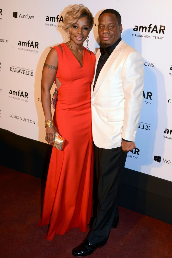 Mary J. and her hubby Kendu Isaacs pose on the red carpet.