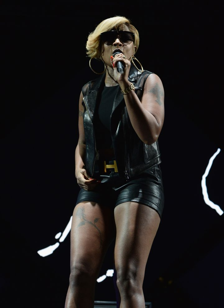 All black everything with a dash of Hermes, Mary's doing what she does best: singing
