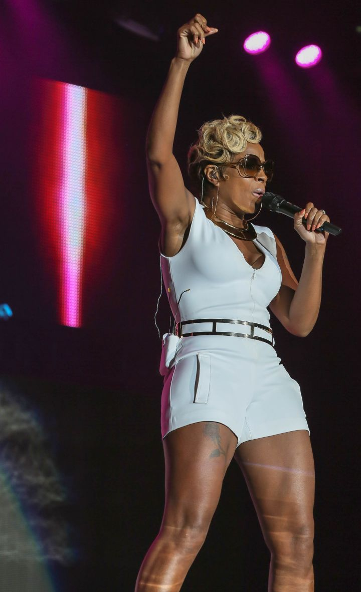 Mary J. Blige performs at the Mercedes Benz Super Dome in New Orleans during the 20th celebration of the Essence Festival, presented by Coca Cola.