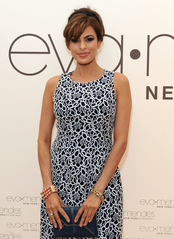Stunning actress Eva Mendes sold hot dogs at the Glendale Galleria for $4.25 a hour.