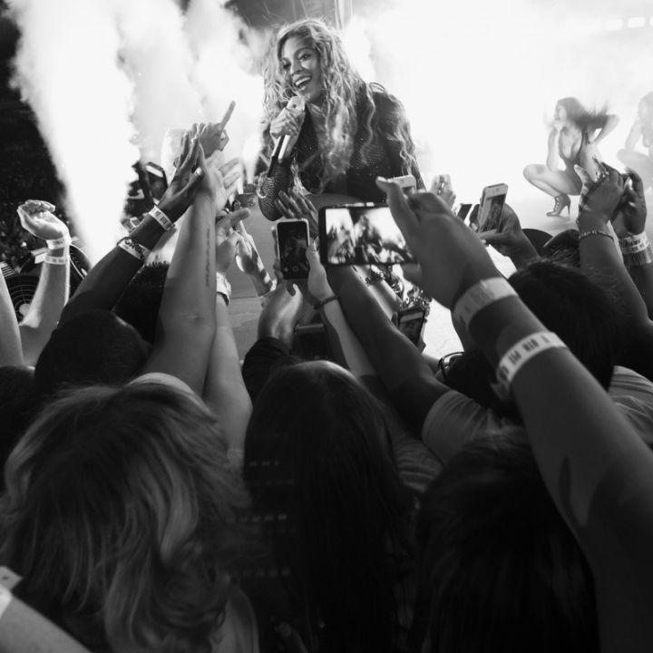 Bey sings to her fans in Philly