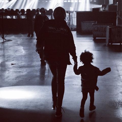 Beyonce Blue ivy backstage instagram