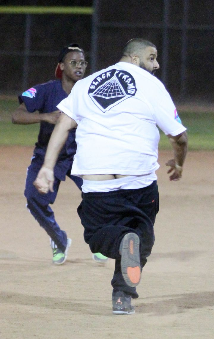 Oops! DJ Khaled's pants fell down during the game!