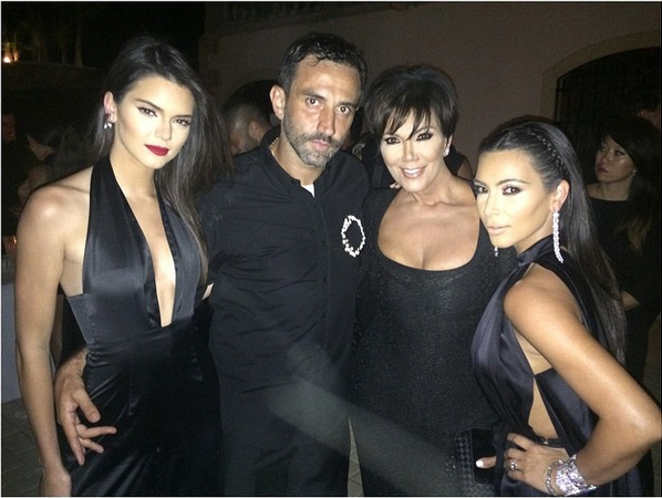 Riccardo poses with lovely ladies Kendall, Kris, and Kim