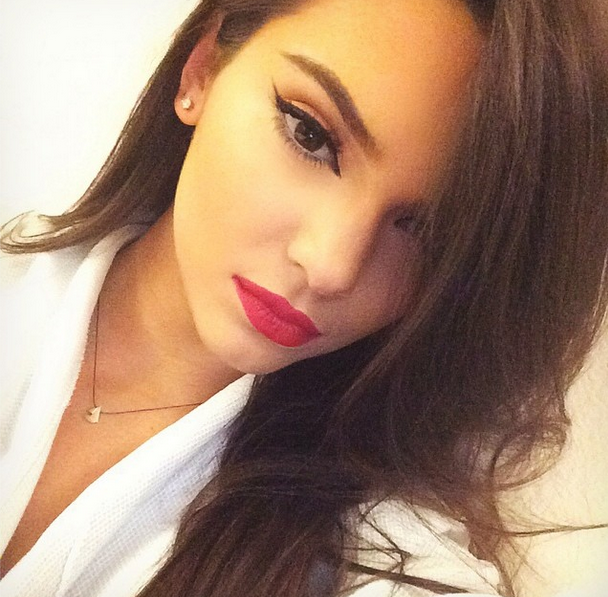 Kendall Jenner shows off her flawless makeup job