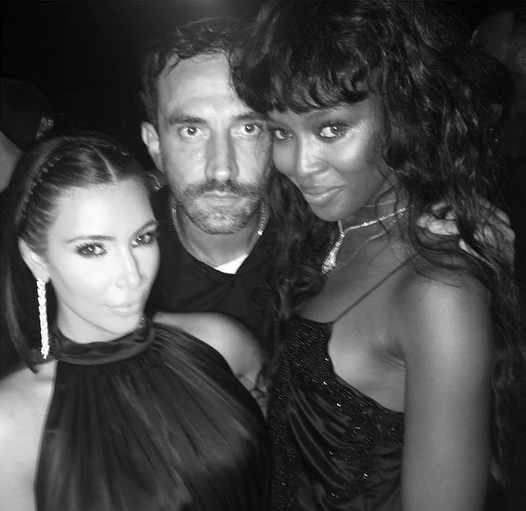 Kim hangs out with Riccardo and Naomi Campbell