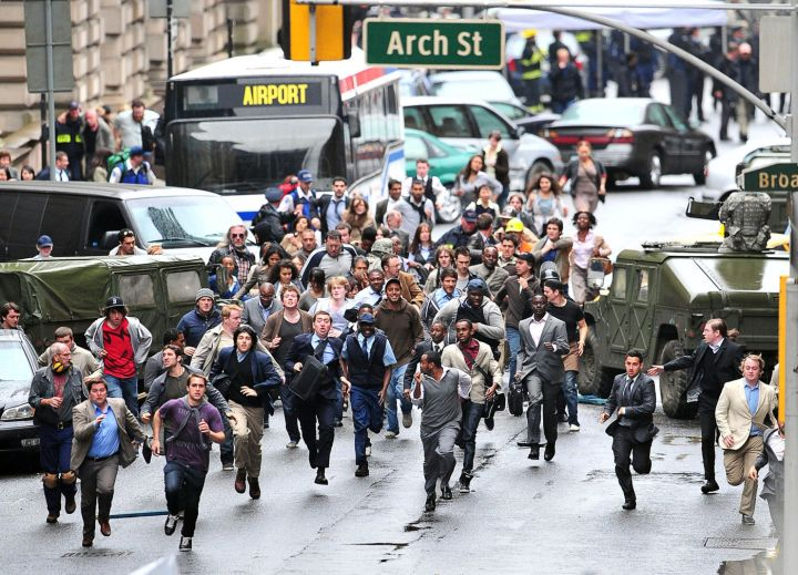 """A crowd swarms the streets in the movie """"World War Z."""""""
