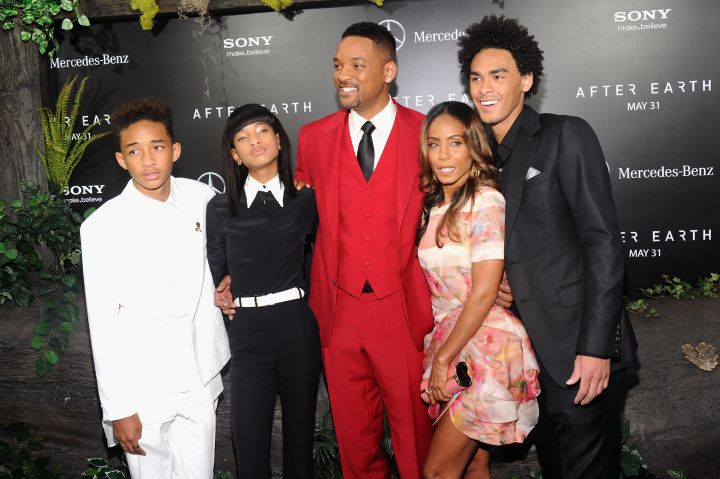 Will looks extremely handsome while posing with Jada and the kids.