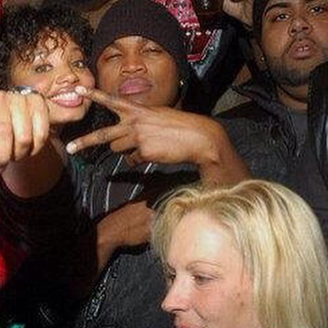 Ne-Yo, fans, and Stacks.