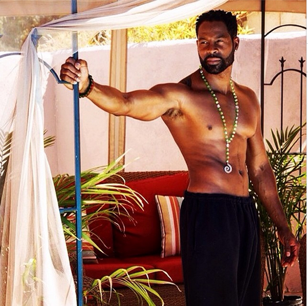 Darrin Henson shows off his ab game.