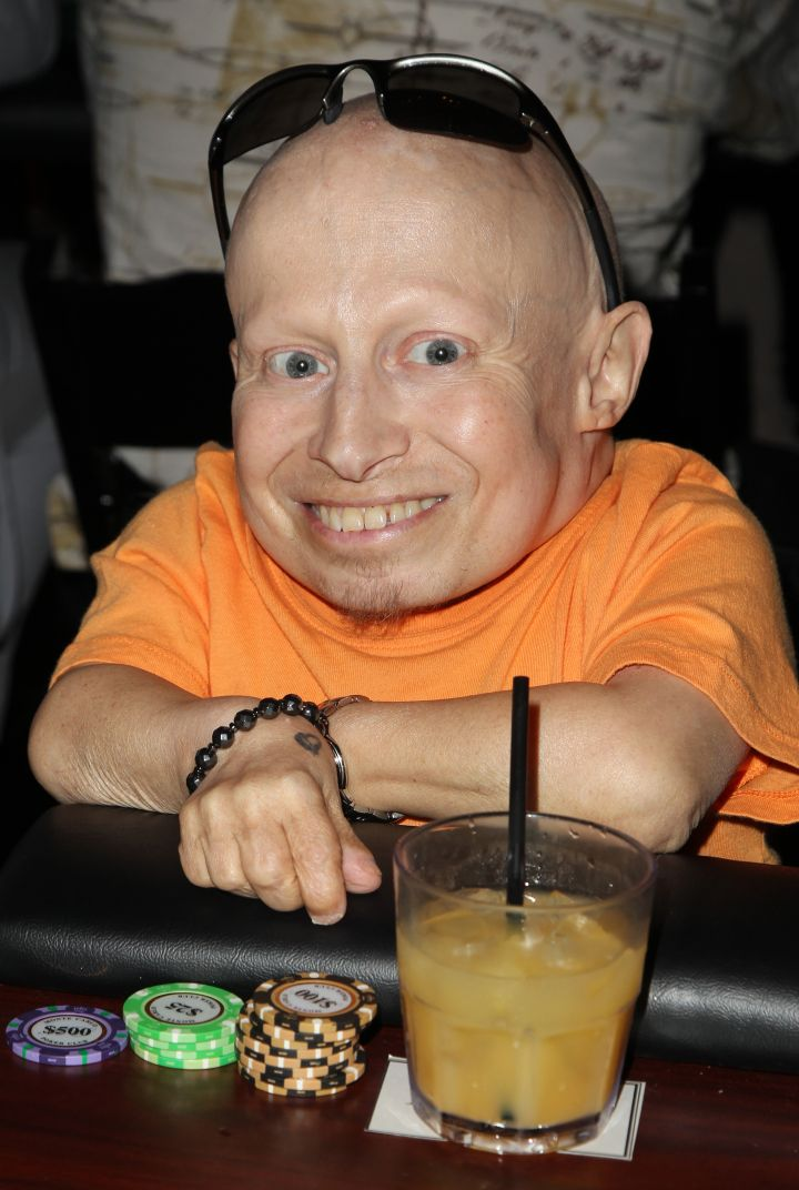 Verne Troyer gambles for a good cause at the Stars Get Lucky For Lupus event.