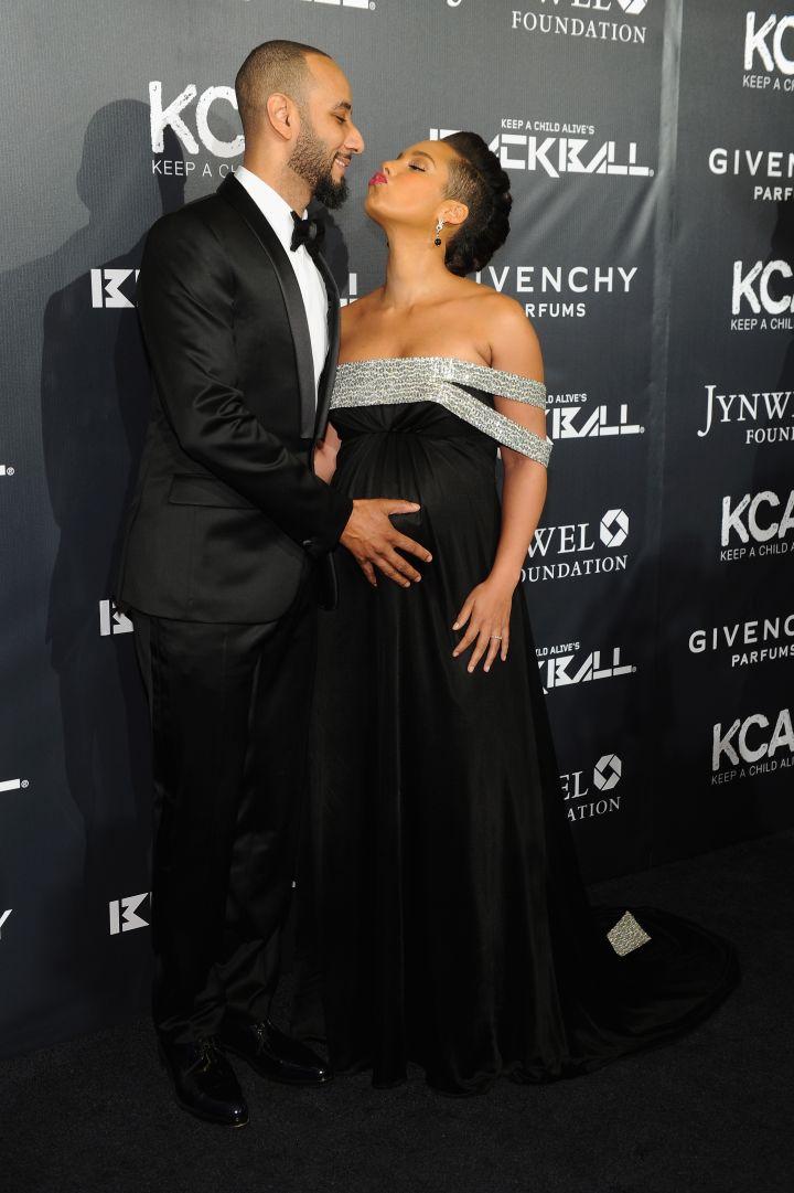 Swizz Beatz and Alicia Keys canoodle on the black carpet.
