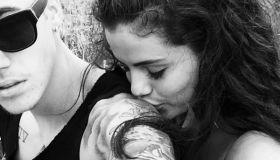 justin bieber selena gomez kissing selfie