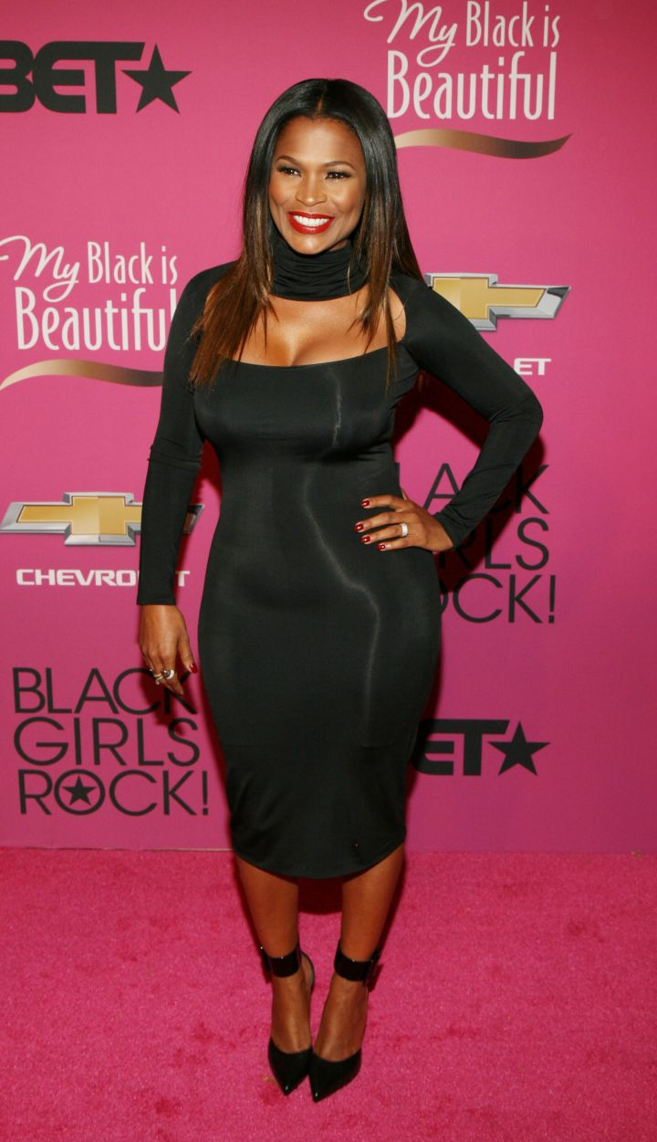 Nia dazzles in all black everything.