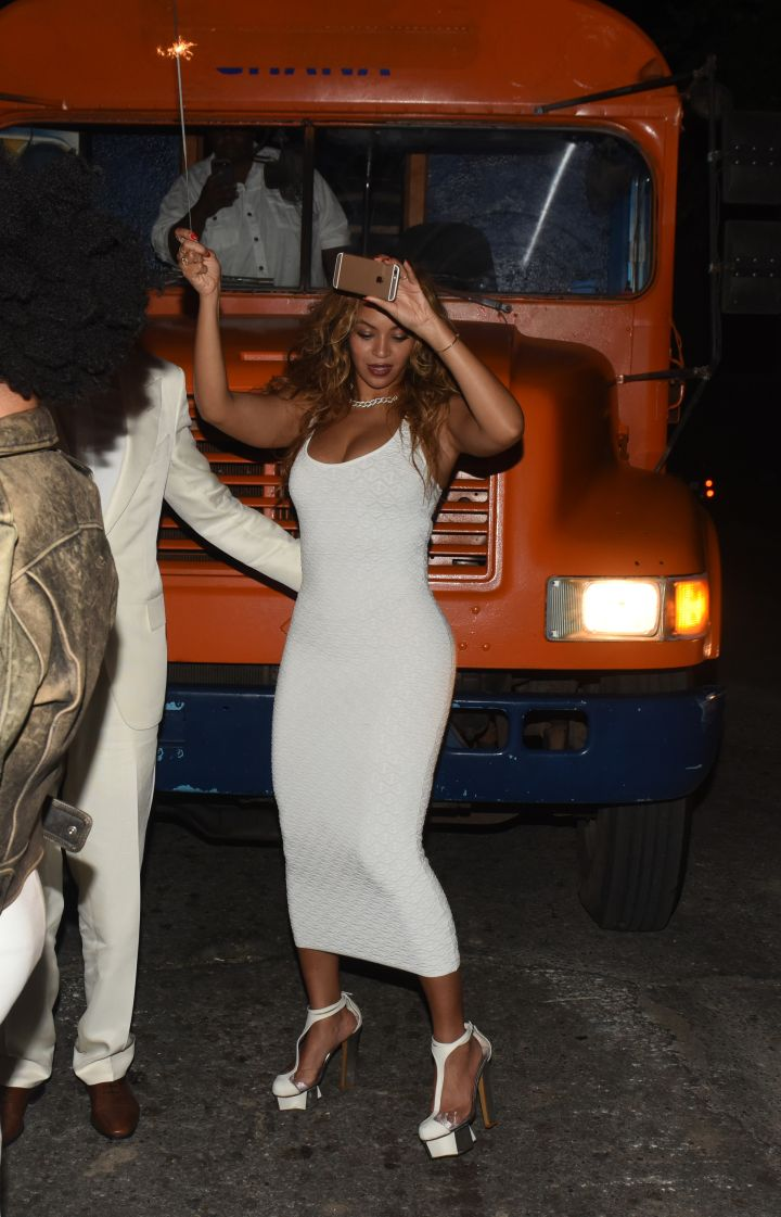 Beyonce flaunts it all in a white dress to help lil sis' Solange celebrate.
