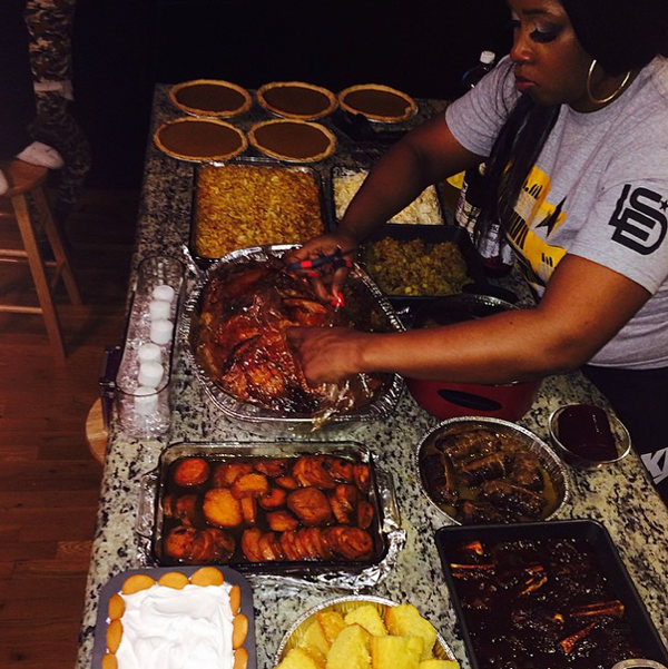 Remy Ma cooks Thanksgiving dinner for her man and family.