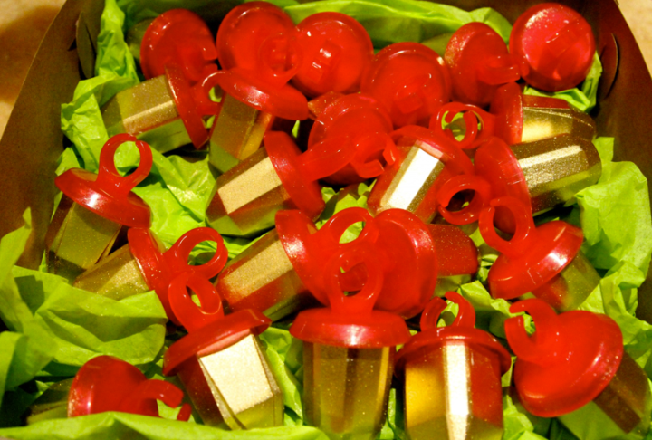 Special gold ring pops for Bey and her crew.