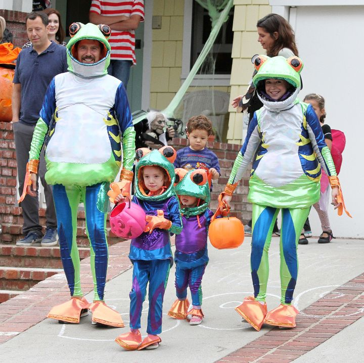 Alyson Hannigan and her family go out trick-or-treating as frogs.
