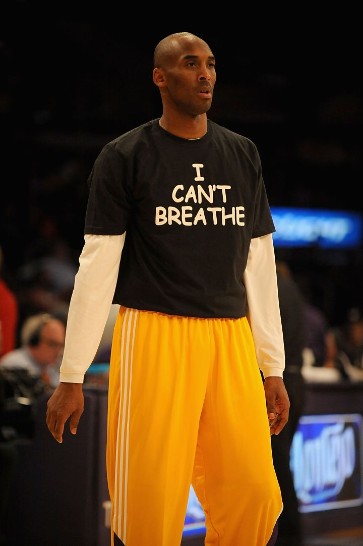 "Kobe Bryant and most of his Los Angeles Lakers teammates rocked ""I Can't Breathe"" t-shirts during pre-game warmups before taking a win against the Sacramento Kings."