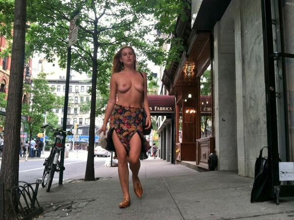 Scout Willis exercising her right to #FreeTheNipple.