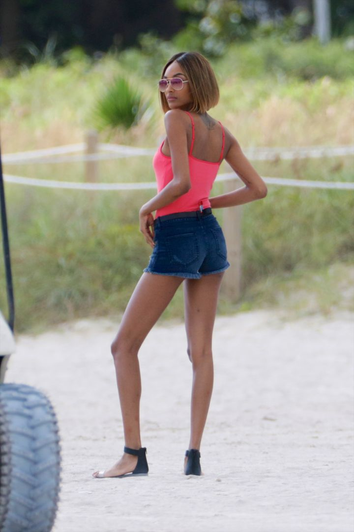 Gorgeous model Jourdan Dunn posed during a photoshoot for Express in Miami.