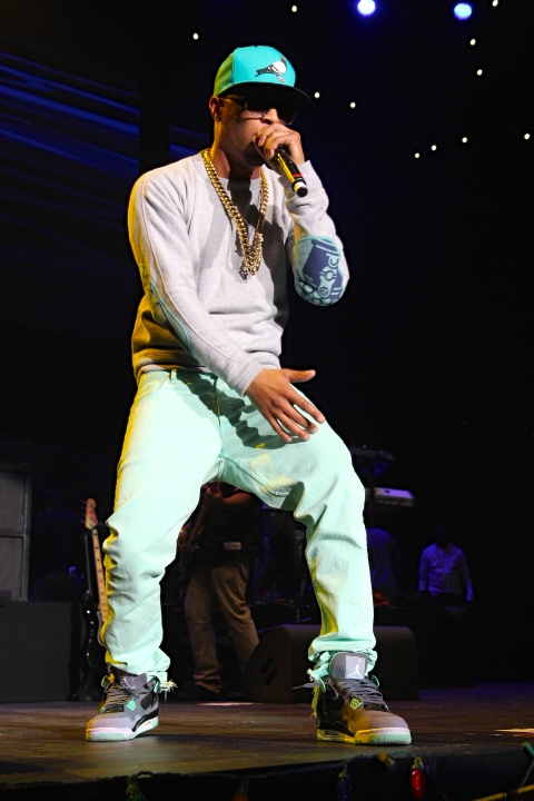 T.I. performs some old and newer hits at Power 106's Cali Christmas concert.