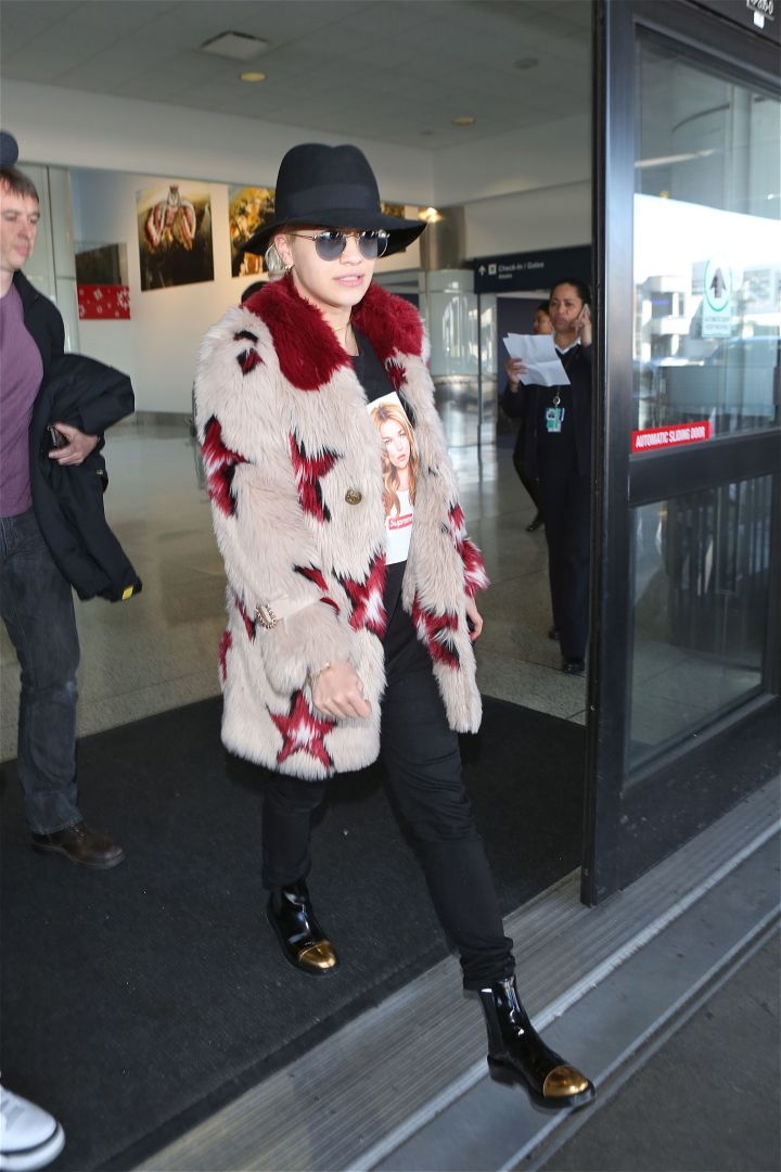 Rita Ora strutted through Los Angeles International Airport looking like a model.