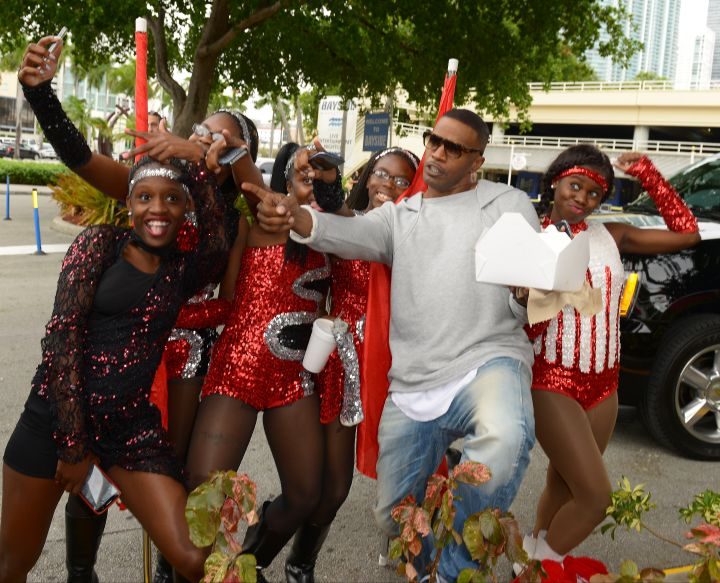 "Jamie Foxx posed with the kids during the ""Annie"" Miami Walk Of Fame Ceremony at Bayside Marketplace."
