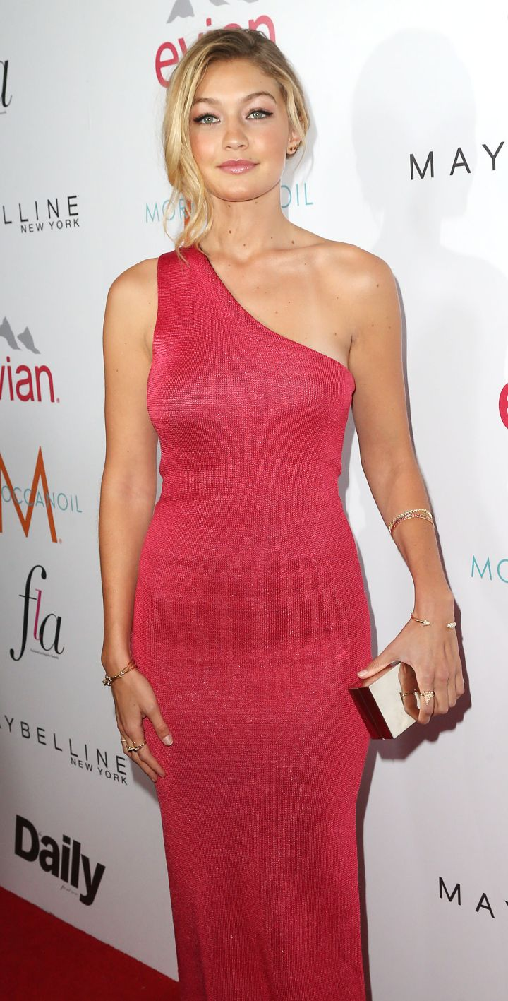 Supermodel Gigi Hadid stunned in this hot pink one-shoulder number.