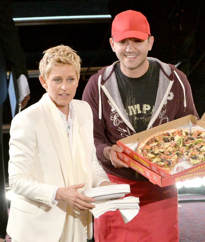 She ordered pizza for celebs who were trying to fit into their Oscar dresses during the ceremony…priceless.